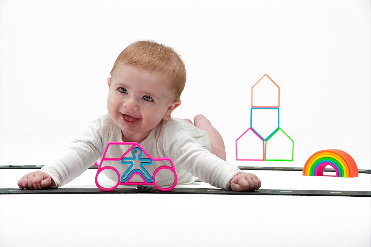 lifestyle-neon-dena-car-dena-toys-1